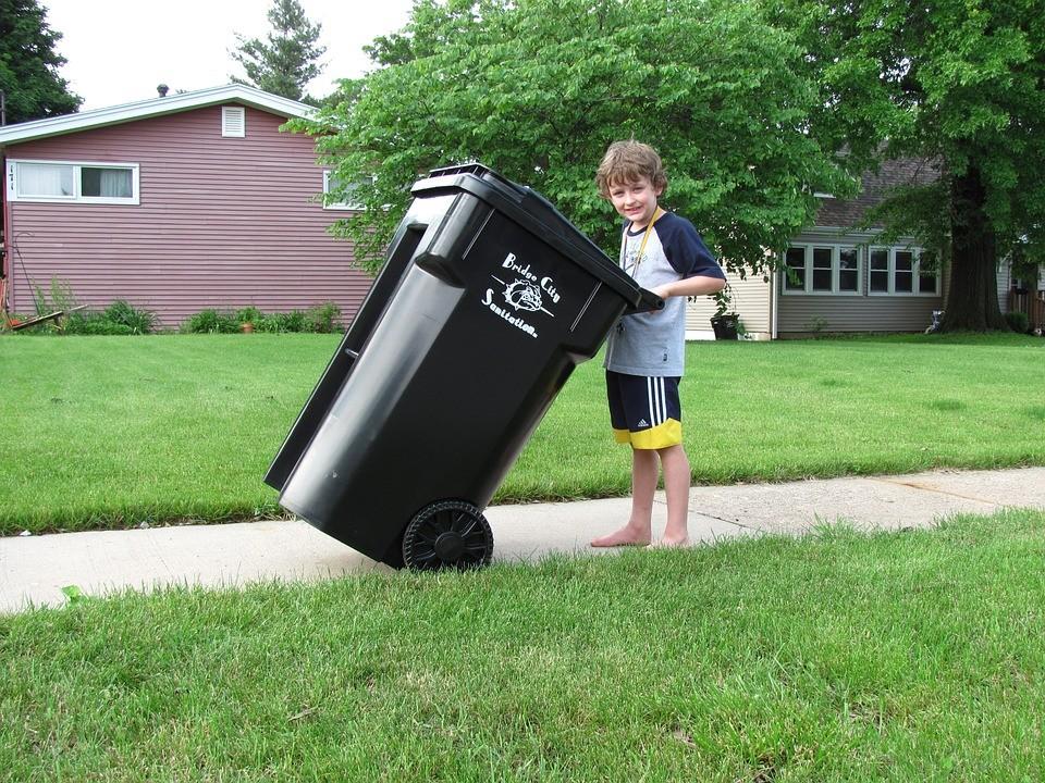 Czego nie wyrzucać do pojemnika na śmieci zmieszane ?