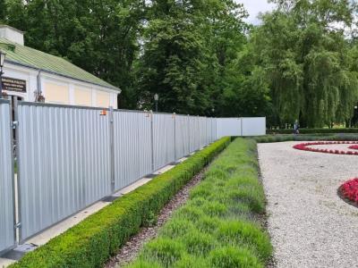 jak wynajac ogrodzenia 400x300 - Jak wynająć ogrodzenia ?