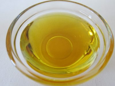 gdzie wyrzucac butelki po oleju jadalnym 400x300 - Gdzie wyrzucać butelki po oleju jadalnym ?